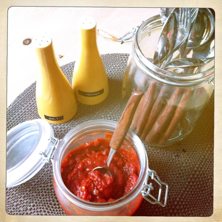 Slimming world CHILLI KETCHUP. Ingredients are; onion, garlic & fresh chilli finely chopped (to taste), 1 tsp smoked or regular paprika, 1 tbsp red wine vinegar, 1/4 tsp sweetner, salt, pepper, 6 tbsp tomato purée and 200g passata. Fry onion, garlic & chilli, then just add the rest and simmer for 10 min - voila! A seriously saucy sauce :-)