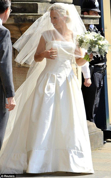 Zara Phillips wedding to Mike Tindall at Canongate Kirk: Royal princess marries rugby ace | Mail Online