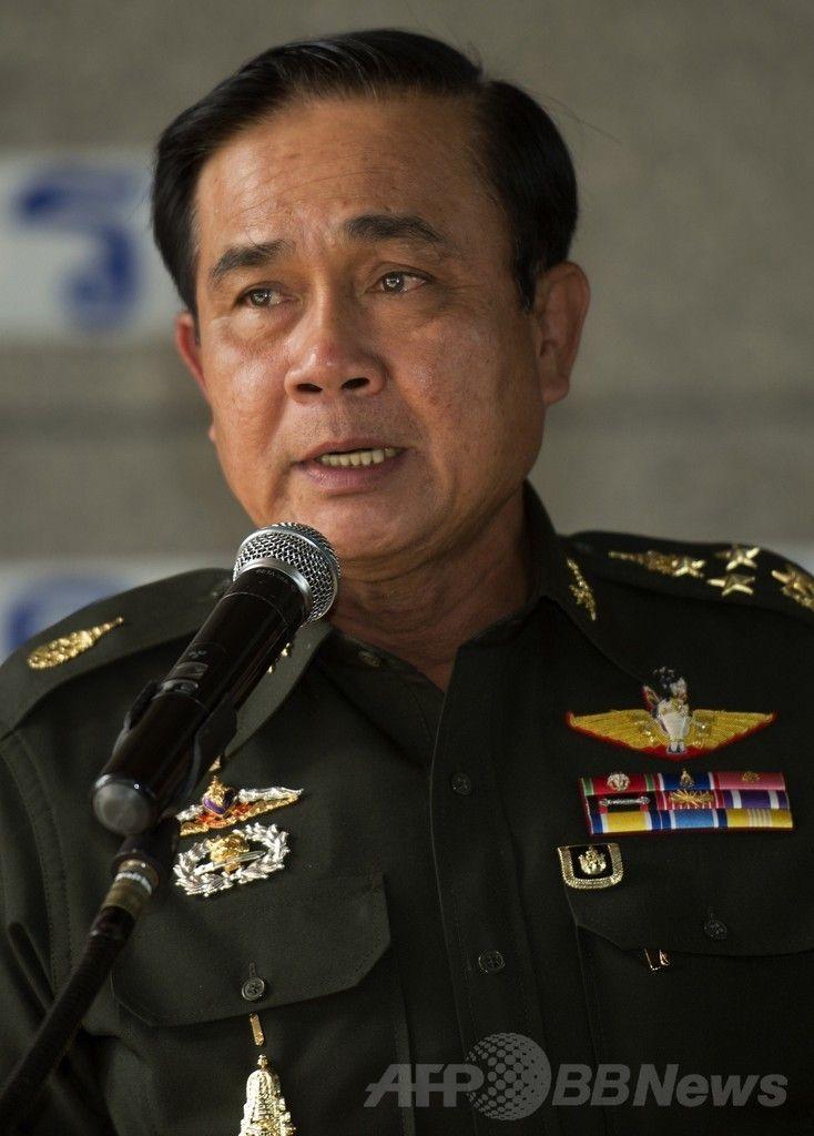 タイの首都バンコク(Bangkok)で記者会見する同国陸軍のプラユット・チャンオチャ(Prayut Chan-O-Cha)司令官(2014年5月20日撮影)。(c)AFP/PORNCHAI KITTIWONGSAKUL ▼21May2014AFP|戒厳令発令のタイ軍、対立当事者に対話促す http://www.afpbb.com/articles/-/3015454 #Bangkok #Martial_law #Prayut_Chan_O_Cha #Prayuth_Chan_ocha