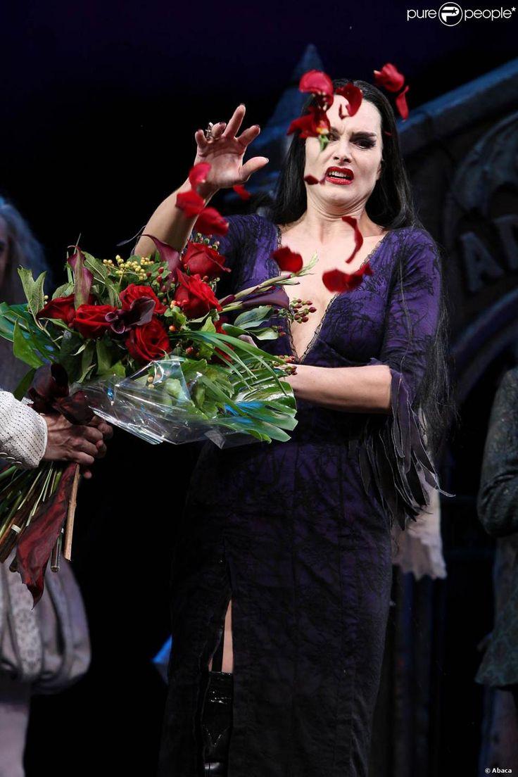 Brooke Shields en Morticia, à Broadway, dans la comédie musicale La Famille…