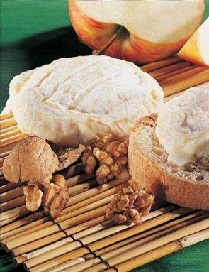 Le Saint-Marcellin est un fromage français du Dauphiné. C'est un petit fromage à base de lait de vache, à pâte molle à croûte fleurie, d'un poids moyen de 80g. Sa production est réalisée avec le lait provenant de 300 communes de l'Isère, de la Drôme et de la Savoie.Son goût est crémeux, typé, voire prononcé.  La saison idéale pour le consommer se situe entre mars et décembre.  Le Saint-Félicien est un proche cousin du Saint-Marcellin  Découvrez ce produit sur notre site grandfrais...
