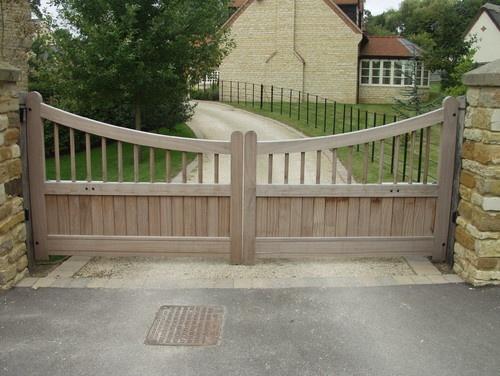 Version Of Wooden Gates Driveway Driveway Gate Gate