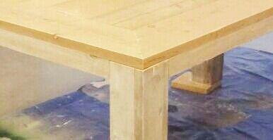 Tafel in twee kleuren. Whitewash onderstel, blank tafelblad. Elk formaat leverbaar. Eettafel, salontafel, bijzettafel etc. Meer info via: wwe.facebook.com/DeJongVintageDesign of DeJongVintageDesign@Gmail.com voor een volledig vrijblijvende offerte.