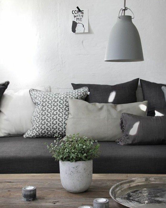 couleur peinture salon blanc et canapé gris, table en bois brut, superbe idée amenagement salon