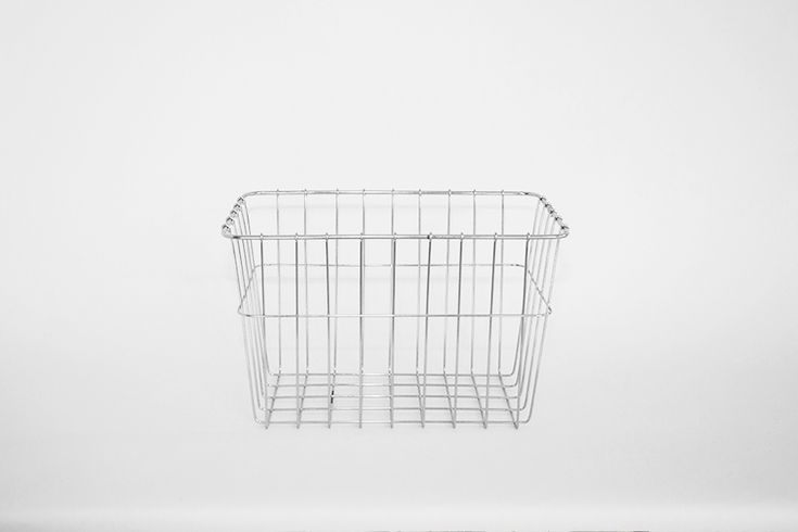 A classic, deep grocery basket in silver, suitable for most bicycles. Can be mounted to front and rear racks. Does not include hardware for mounting. Dimensions: 37 x 24 x 23d cm / 1000g