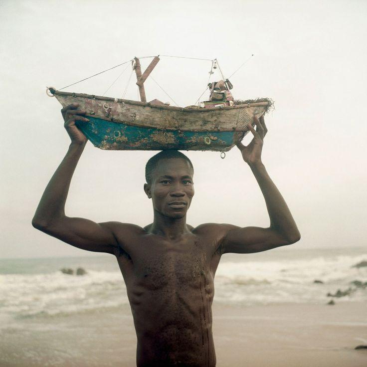 ©Denis Dailleux – l'homme au bateau - Ghana - 2012 – Courtesy galerie 127