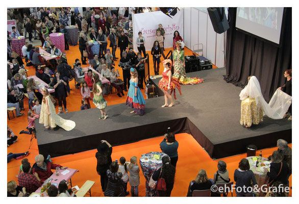 Papierkleider Modenschau von Noémie Reichert Kreativ Messe Stuttgart   4. Künstlergalerie - ehfotoundgrafies Webseite! Fotografie, Fotoreportage
