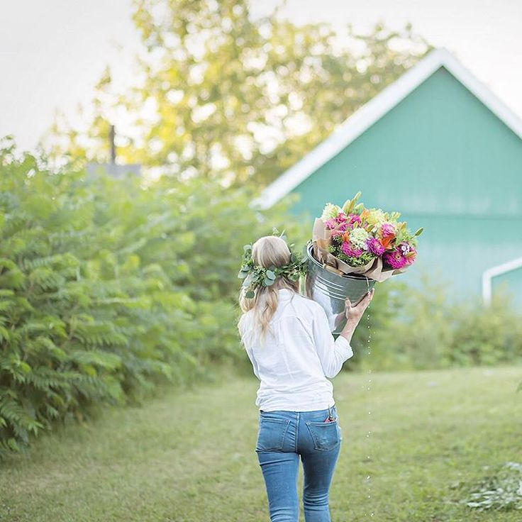 the lovely insta feed of Trenton, Ontario flower farmer @dahliamayflowerfarm