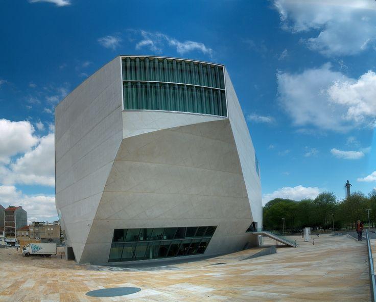 La casa da Musica  (Casa de la Musica), es una sala de conciertos ubicada en la ciudad de Oporto, capital portuguesa, fue diseñada por el...