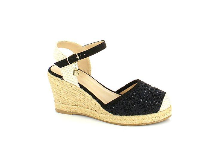 LETNÍ OBUV LAURA BIAGIOTTI NA KLÍNKU S PÁSKEM KOLEM KOTNÍKU Elegantní letní obuv na klínku s páskem a gumičkou kolem kotníku. #italskamoda #damskaobuv #letniobuv #obuvnaklinku #laurabiagiotti