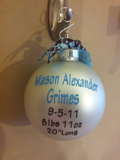 Baby's 1st Christmas Ornament using cricut and vinyl