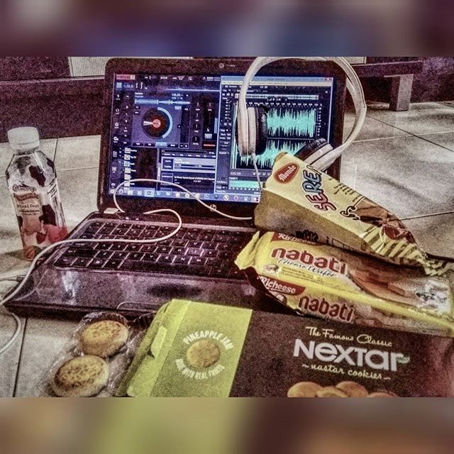 An awesome Virtual Reality pic! #mixing an numpukkk.. #fighting   #virtualdj #virtualreality #adobeauditioncs6 #au6 #adobe #remix #music #dancemusic #dj #musicengineering #dance #work #twerkitlikemiley #missionimpossible5 #swag #hiphop #proffesionaldancer #choreographer by dimaz.fauzi check us out: http://bit.ly/1KyLetq