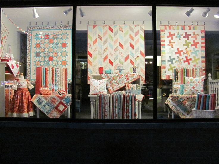 quilt shop display | L7 QUILT CO.: My first window appearance.