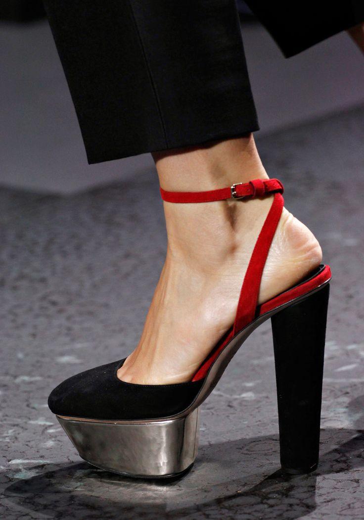 Giambattista Valli | Fall 2012: Fashion Shoes, Pfw Fall, Giambattista Valli, Black Red, Fall 2012, Menu Function, 2013 Fashion, 2012 Rtw, Fashion High