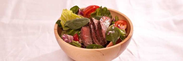 Seared Beef Salad with 3 Onion Vinaigrette. Only 380 calories/serving! Click through for a healthy weekly meal plan! #mealplan