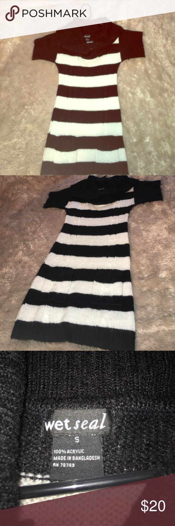 Black & White striped winter dress ☃️ Black & White, 100% Acrylic, Wet Seal, size S dress. 2 front pockets, ruffed, over larger collar. Super comfy and super cute ! ☃️ It was only worn once for a Christmas dinner & has been in my pet free/smoke free home. In brand new condition. Wet Seal Dresses Midi
