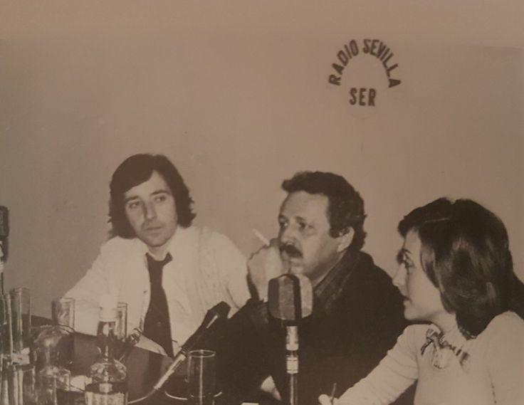 RADIOESCUCHANTE Iñaki Gabilondo, Alfonso Grosso y María Esperanza Sánchez en los estudios de Radio Sevilla, Cadena Ser.