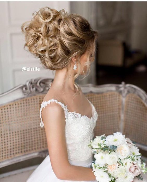 Elstile wedding updo hairstyle / http://www.deerpearlflowers.com/26-perfect-wedding-hairstyles-with-glam/