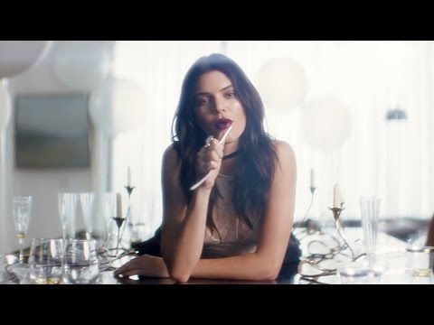 Kendall Jenner Gets Some Talent With The Help Of Elle King In Estée Lauder Commercial - http://oceanup.com/2017/03/07/kendall-jenner-gets-some-talent-with-the-help-of-elle-king-in-estee-lauder-commercial/