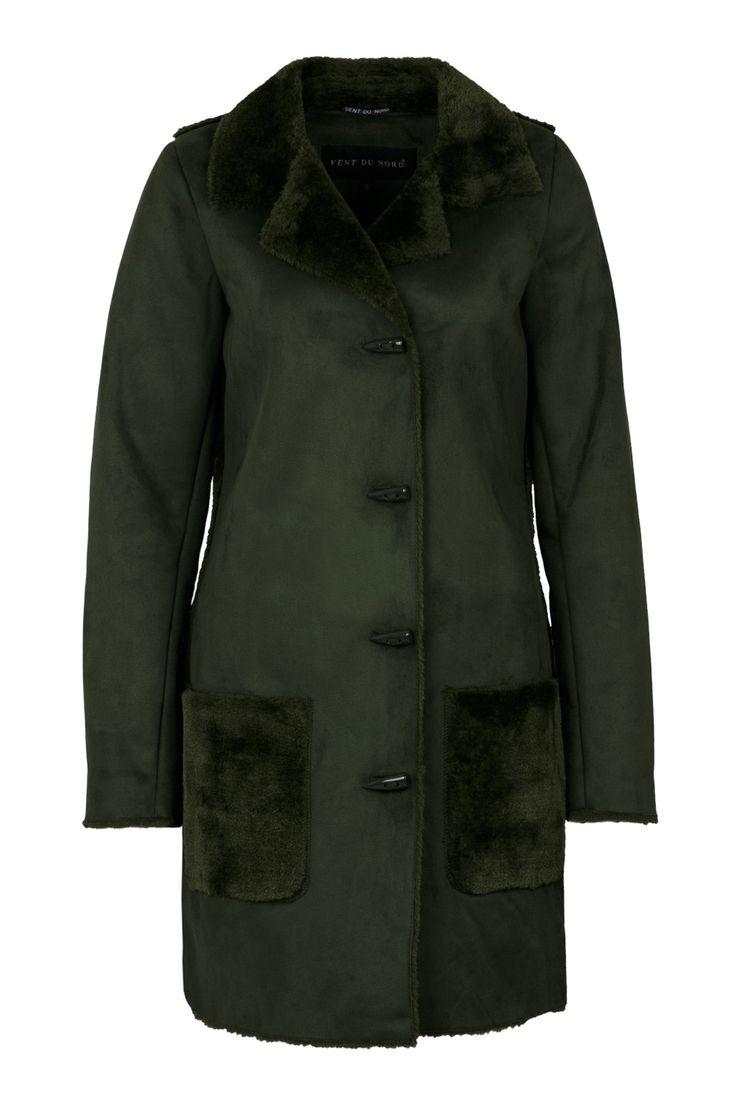 Lammy green - Lammy (imitatie) jas met kraag, zakken en achterzijde van imitatie bont.