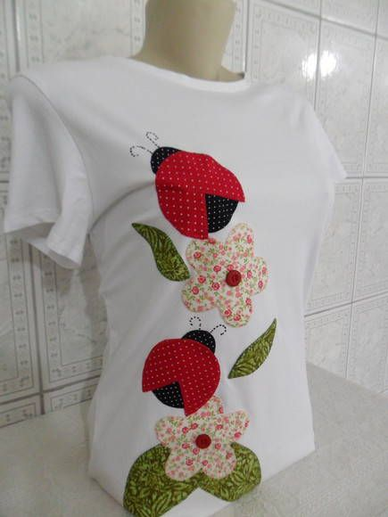 Camiseta+customizada,com+motivo+de+Joaninhas.+Confeccionamos+em+todos+os+tamanhos.+Consulte+opções+de+cores+da+malha. R$ 48,00