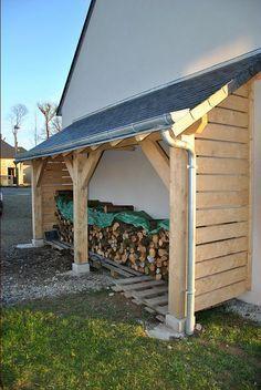 """Hallo, ich habe letzte Woche mit dem Bau eines Holzhauses begonnen. Es lehnt an einer Hauswand, die vor den vorherrschenden Winden geschützt ist. Es ist 5,2 Meter lang und 1,2 Meter tief. Dapres …… (Forum """"Terrassen, Zäune und andere Außenanlagen"""" – 16 Meldungen)   – Le Vot"""
