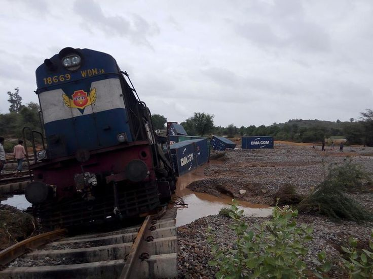 Heavy rains lash some parts of Odisha and Gujarat. Are you in these affected areas? Send us update- pictures/videos. Meghdoot sent us these pictures from Banaskantha district of Gujarat.