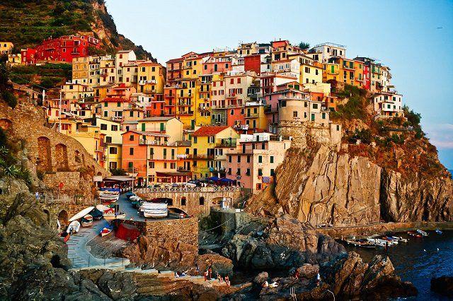 Le village coloré de Manarola, à Cinque Terre, Italie