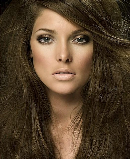 golden brown smokey eye with neutral lips-this would look great on both blondes and brunettes!