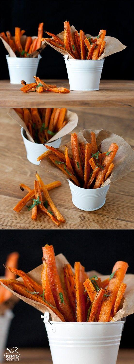 Frites de carottes - Il y a peu de choses que je n'aime pas en cuisine, mais les carottes cuites, notamment les carottes Vichy en font partie... Je tenterais bien cette version en frites par-contre, surtout qu'il faut seulement 1 CS d'huile pour 1 kg de carottes ;)
