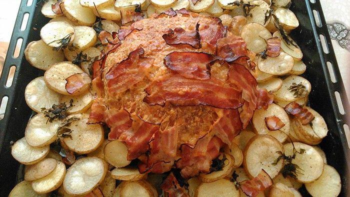 Super inspirace na zítřejší oběd. Slaný květákový dort s mletým masem, sýrem a slaninou.