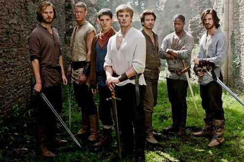 I know it's prolly not intentional, but I love how Arthur is standing protectively in front of Merlin