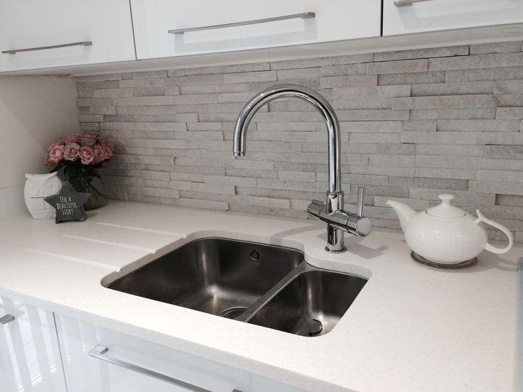 #WhiteQuartz #SplitFace #Kitchen #tiles #contemporary #homedecor