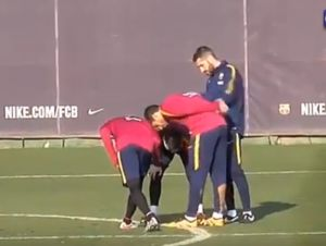 Neymar does a Royston Drenthe at Barcelona training (Video)
