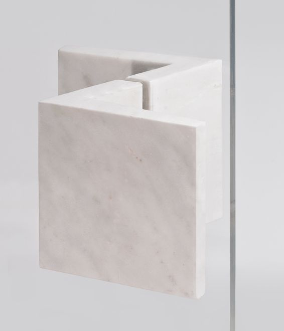 Zed, pull handle in Carrara Arabescato marble _