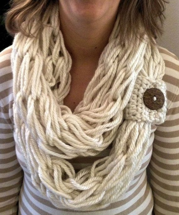 Knitting Patterns For Trendy Scarves : 1000+ ideas about Arm Knit Scarf on Pinterest Finger knitting, Hand knit bl...