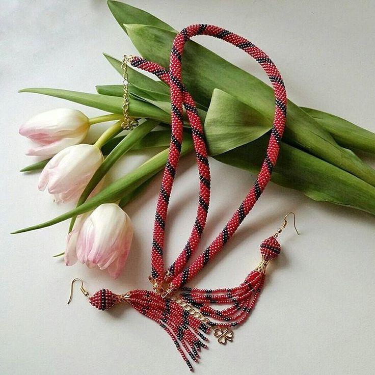 We on Facebook: http://ift.tt/2jRHDjd Beautiful Beaded Jewelry #underbeads by @underbeads Check our #AmazingPhoto WEBSTA:  Эх весна: утром фигурное катание вечером гребля на байдарках  С первым весенним днем прекраснейшие! Каким он у вас был?   А я закончила комплект украшений на заказ  ________________________________ Чешский бисер  Фурнитура под золото  Серьги-кисти - 10 см  Длина жгута - 46 см  Длина браслета - 19 см  Удлиняющие цепочки - 5 см.  Цепочки декорированы Четырехлистником…