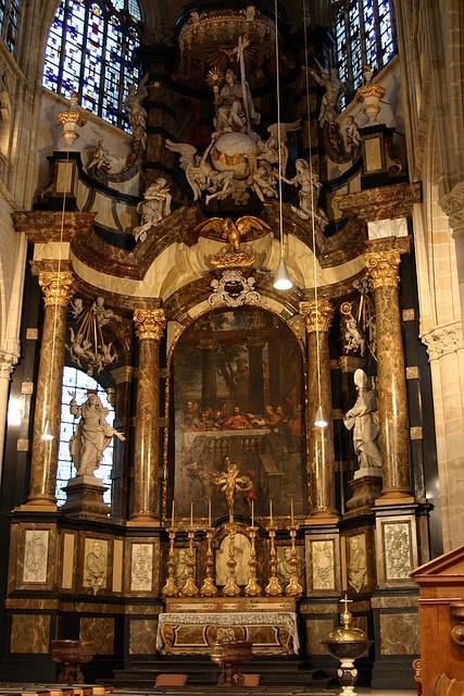 De Onze-Lieve-Vrouw-over-de-Dijlekerk is een gotische kerk in Mechelen. De oudste vermelding van de kerk dateert uit 1236. De huidige kerk dateert uit de 14de, 15de en 16de eeuw. De kerk wordt tot de Brabantse gotiek gerekend. Ambachten en gilden had Hier vind je de beste tips[ hoe je een vrouw versierd  een duurzame relatie start om vrouwen te versieren voor een lange relatie] paypro.nl/producten/Vandaag_Vrouwen_Versieren/3658/19509