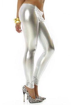 Een sexy zilver kleurige metallic legging in een zeer elegante stijl. De legging heeft een fijne draagcomfort en geeft u mooi gevormde benen. #kadehandel #trendyleggingsfashion #leggings #metallicstijl #zilver