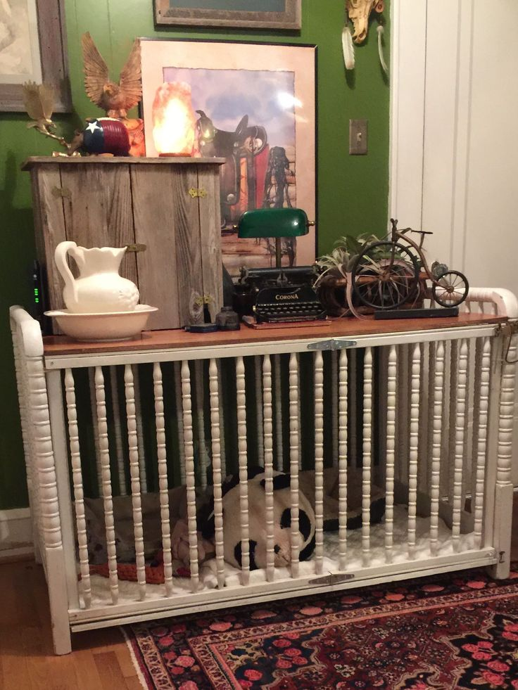 Here's my double size dog crate from a old crib #WoodworkingDogHouse