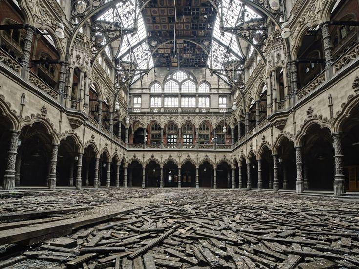 Grand format 10 photos saisissantes de lieux abandonn s for Chambre de commerce belge