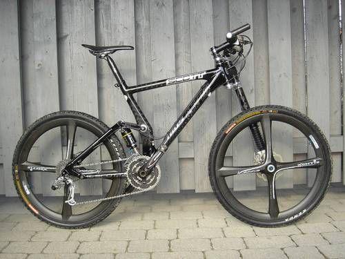 Carbon mountain bike porn. Scott Genius Carbon
