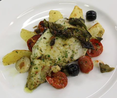 Rombo chiodato al forno in salsa mediterranea