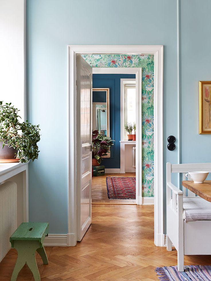 Fyra nyanser av blått och ett drömmigt kök