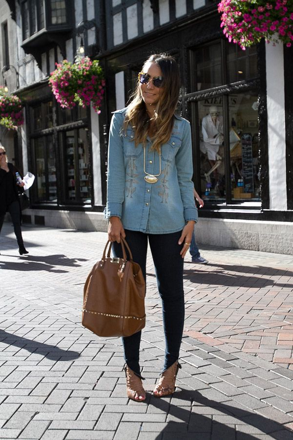 Sempre que uso jeans+jeans eu mereço morder a língua. Lembro de ver uma capa da Vogue com essa proposta e torcer o nariz. Agora sou eu a rainha da camisa jeans e mestre em apostar nessa combinação.…