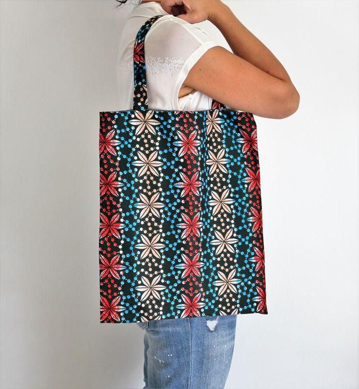 Tote bag fleurs, sac épaule ethnique, sac tissu pagne, sac wax, sac fourre tout, sac de plage, pagne africain, sac écologique, sac cabas de la boutique Underthecocotiers sur Etsy