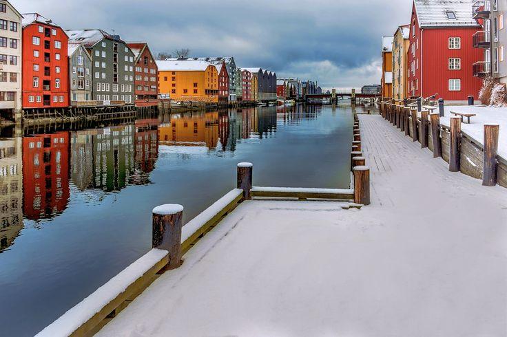 Nidelva winter in Trondheim by Aziz Nasuti on 500px