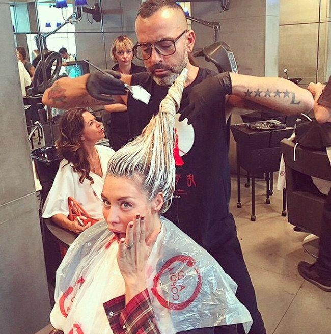 Casalegno: follie dal parrucchiere. La showgirl alle prese con il cambio look! | #gossip #star #hairstyle