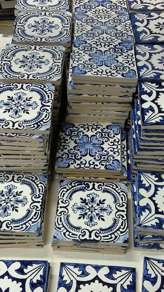 Blue and white tiles to tile your Mediterranean li…