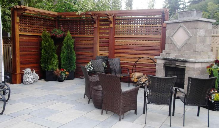 Beautiful fencing & privacy screen provided by Kayu Canada Inc.